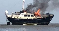 Motorboot in brand